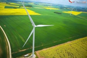 photo-aerienne-drone-parc-eolienne-technivue-1024x681
